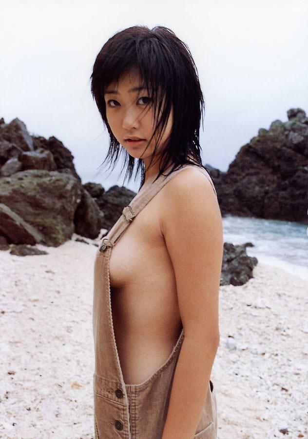 乳首まで見えそうな着衣と裸を組み合わせた格好 (4)