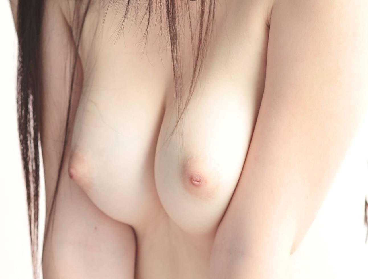 綺麗な色をした乳頭を見るとペロペロしたくなる (7)