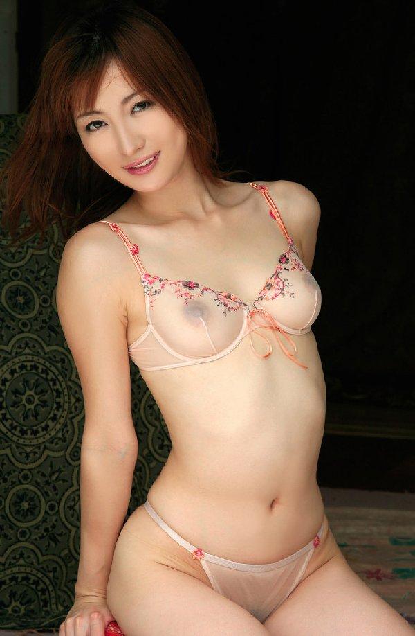 全裸にも見えちゃうようなエロ過ぎる下着 (12)
