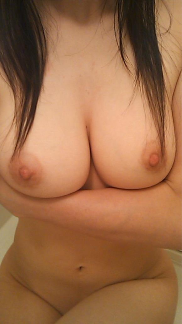 でっかい乳房を惜しげもなく写メしちゃう子 (11)