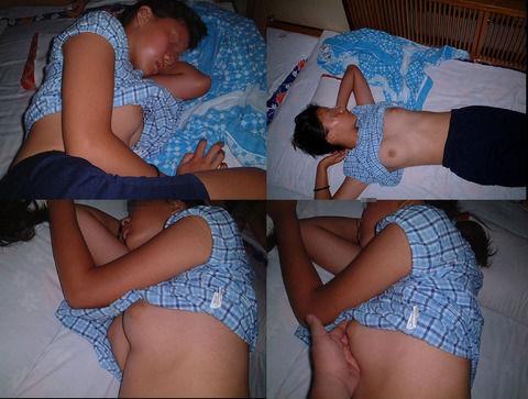 睡眠中の女の子の胸や股間を出しちゃう (19)