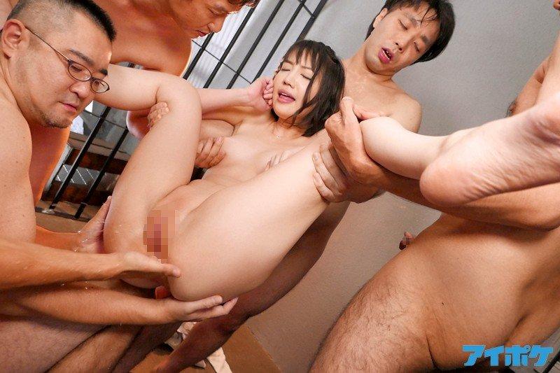大きな乳房を揺らして豪快SEX、鈴木心春 (15)