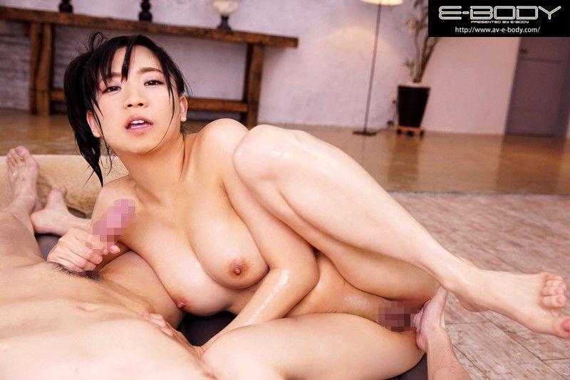 グラマラスなボディで即ハメ膣内射精する、鈴木真夕 (8)