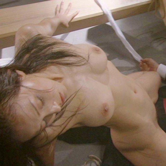 映画で美しい芸能人たちが裸の演技で魅せる (1)
