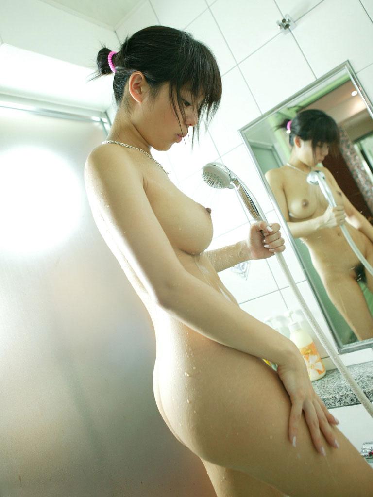 シャワーを浴びたり体を洗ってる女の子 (3)
