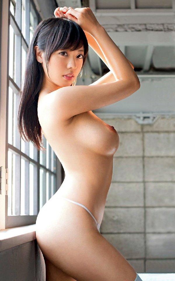 デカさも見た目も申し分無い素敵な乳房 (4)