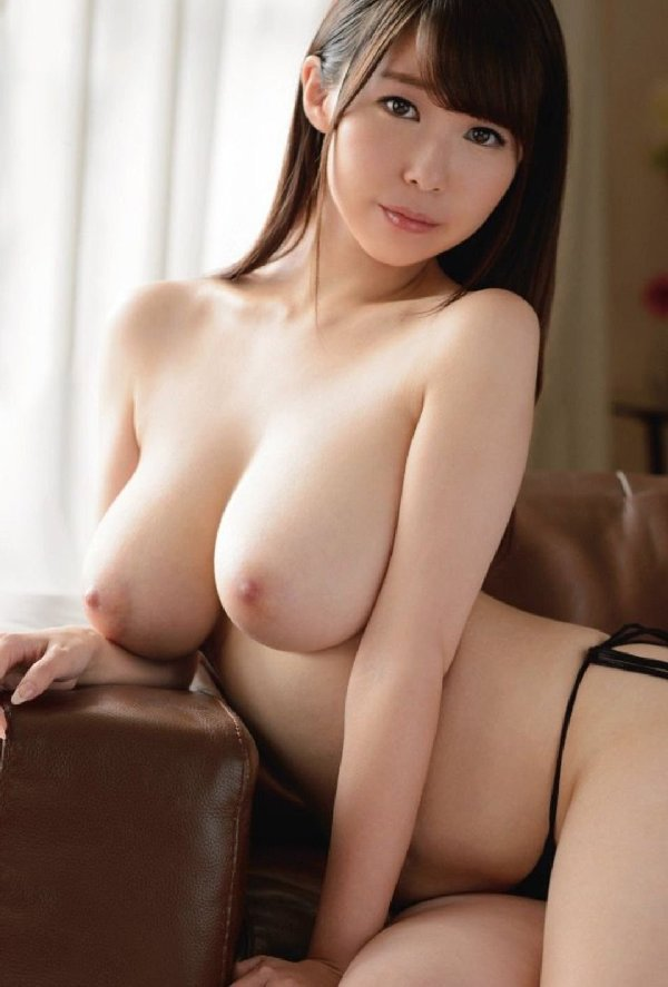デカいのに垂れていない美しい乳房 (12)