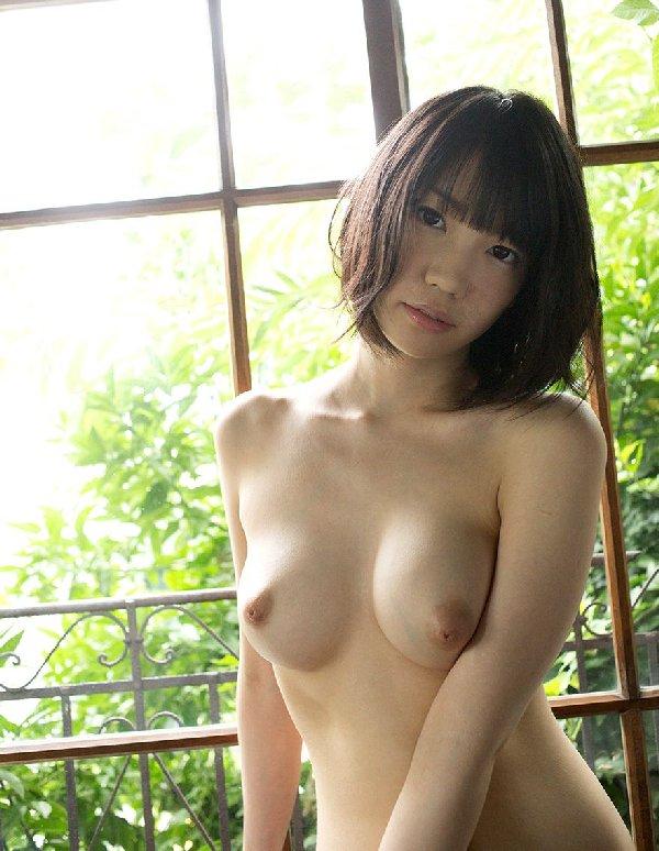 程よい大きさの美しい乳房 (14)