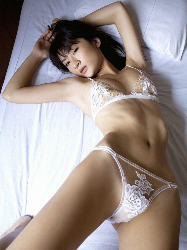 腰の細さは女のボディの重要ポイント (4)