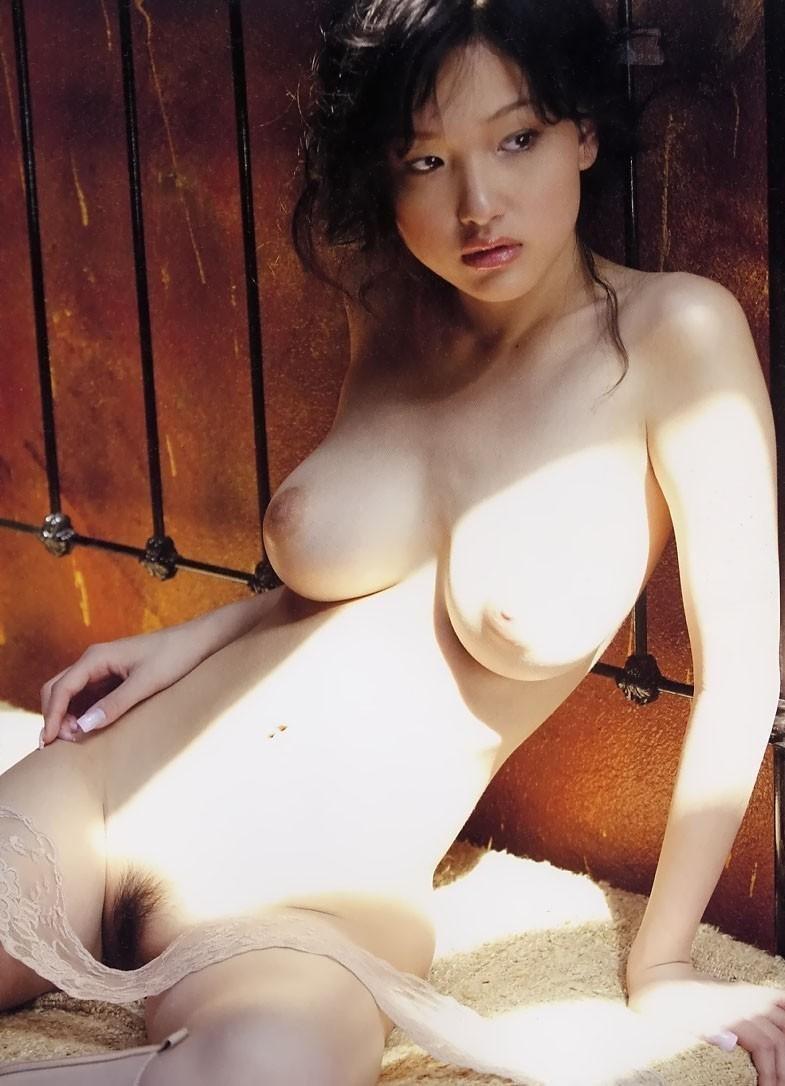 大きな乳房と程よい陰毛がエロい (19)