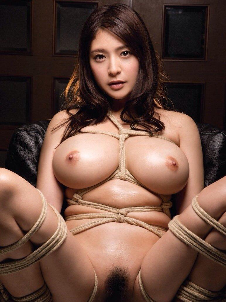大きな乳房と程よい陰毛がエロい (8)