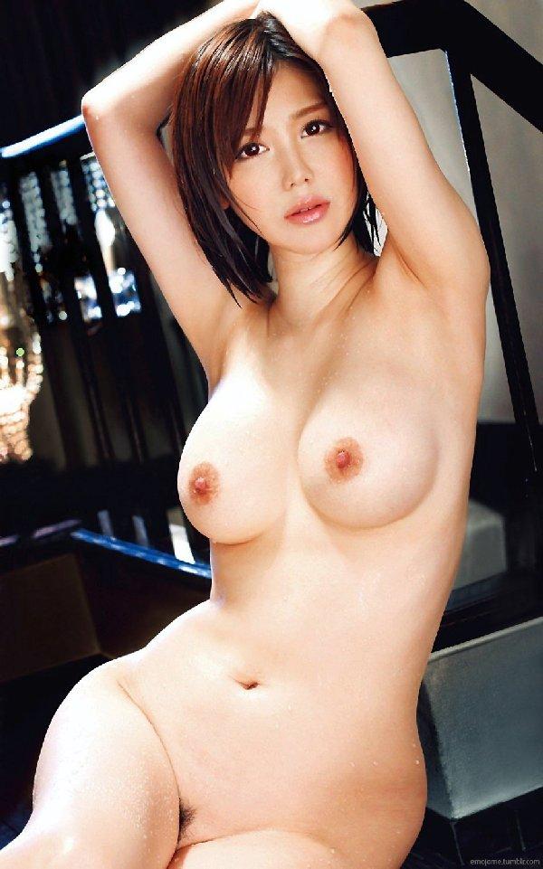 大きな乳房と程よい陰毛がエロい (18)