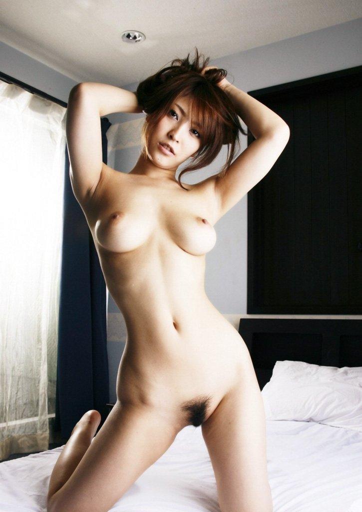 大きな乳房と程よい陰毛がエロい (3)