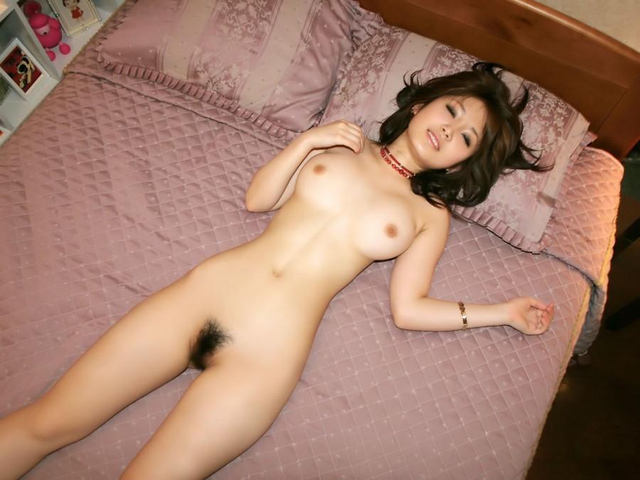大きな乳房と程よい陰毛がエロい (9)