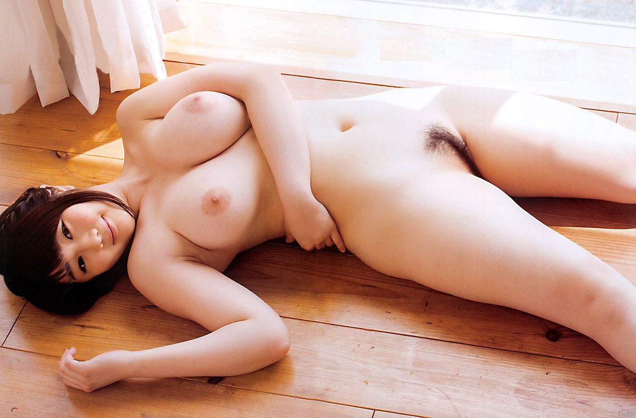 大きな乳房と程よい陰毛がエロい (11)