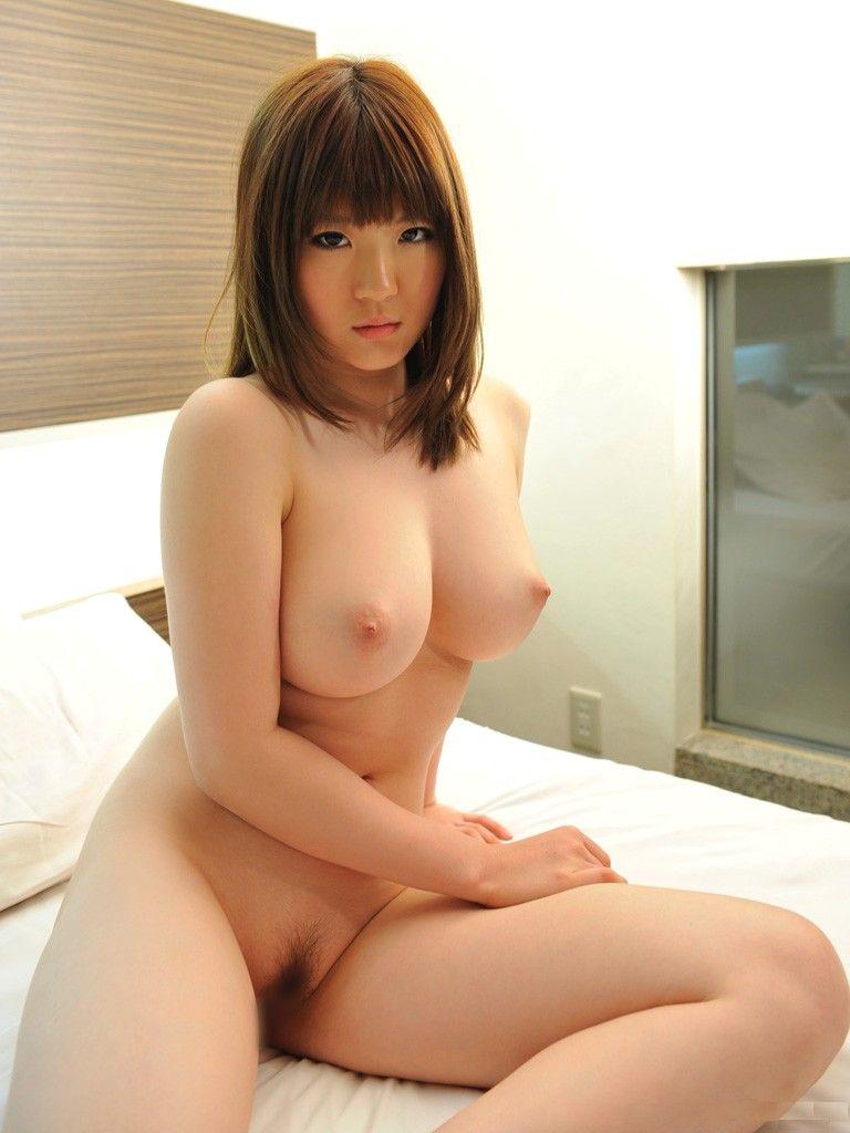 大きな乳房と程よい陰毛がエロい (7)