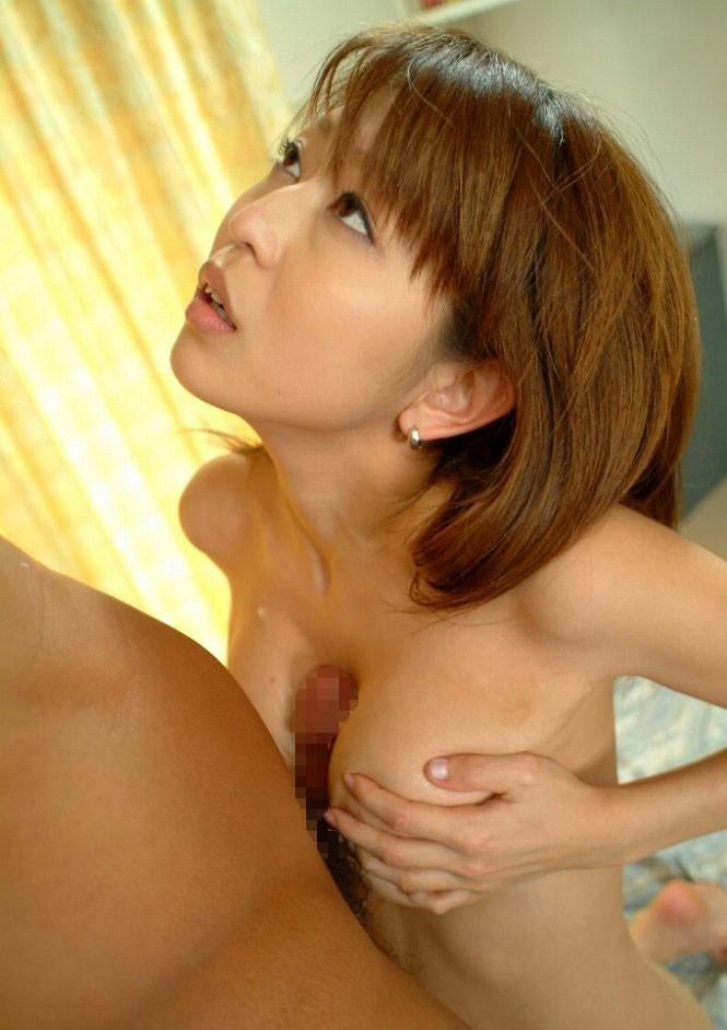 乳房で挟んで射精させるプレイ (6)
