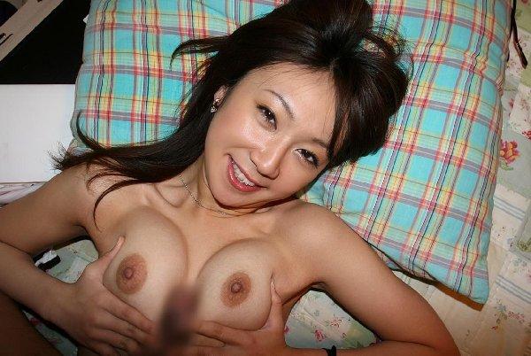 乳房で挟んで射精させるプレイ (11)