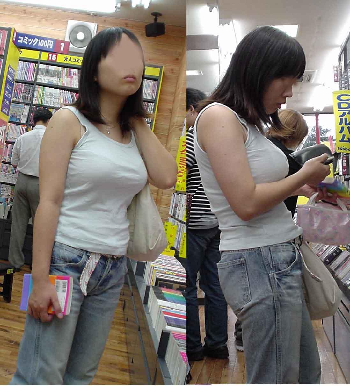 服の上からデカい乳房だとハッキリ分かる (2)