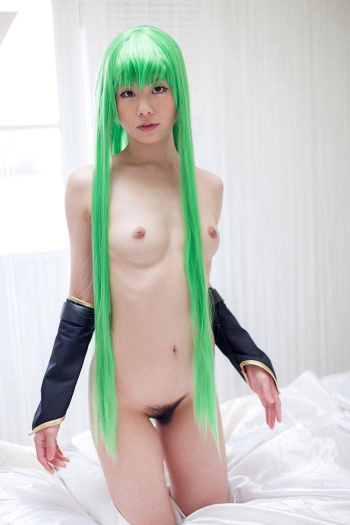 せっかくの衣装を脱いで裸になろうとする女の子 (14)