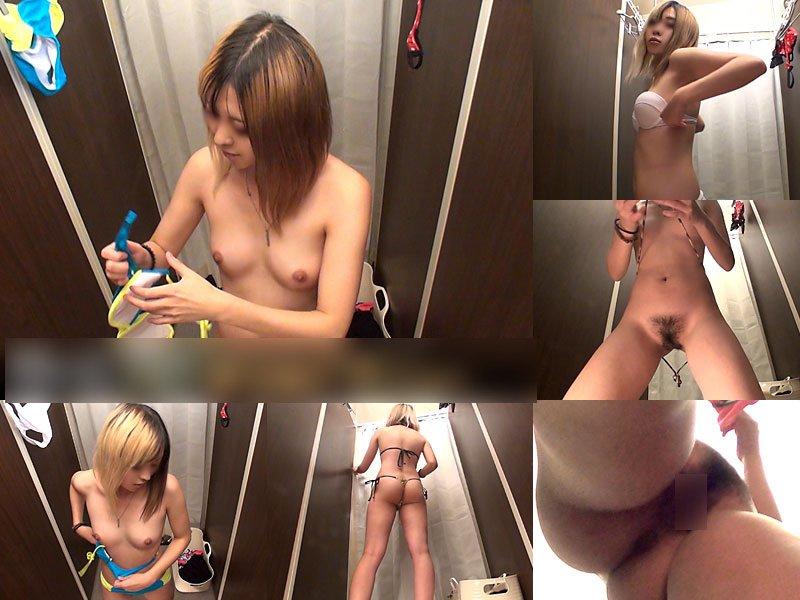 水着や下着に着替えようと全裸になる女の子 (20)