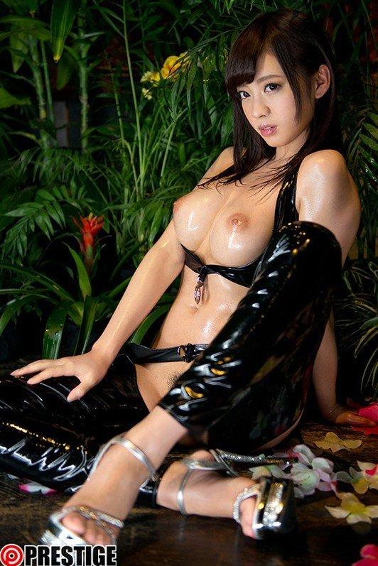 大きな乳房で挟んで膣の中に射精される、藤井有彩 (5)