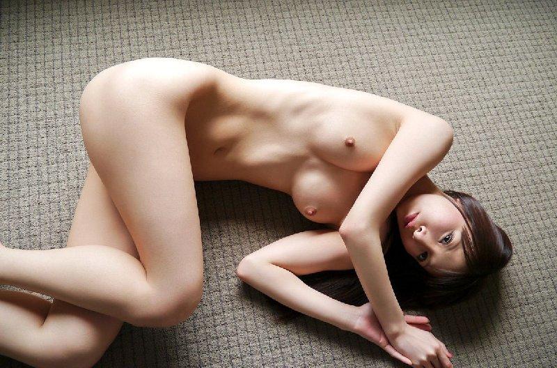 キュートな女の子の全裸に股間が熱くなる (5)