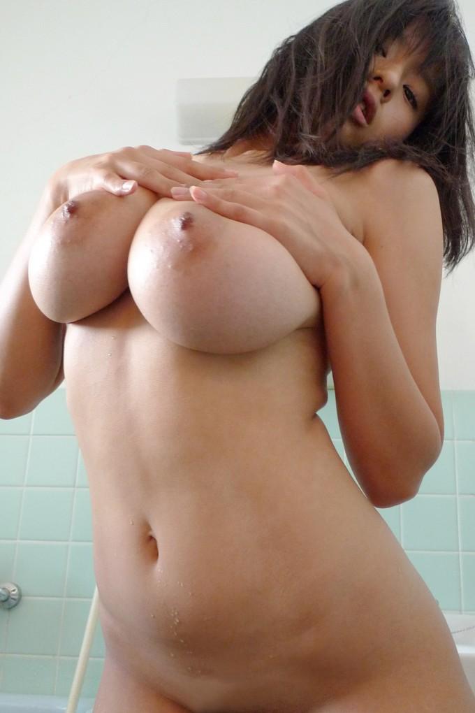 デカい乳房を思いっきり掴んでみたい (10)