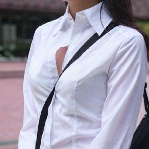 乳房と谷間が強調されて胸元がエロい事態になってる (2)