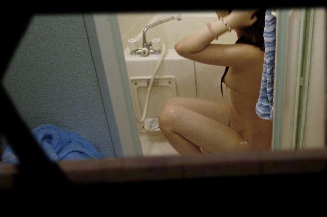 入浴中の女の子が窓から見えた (4)