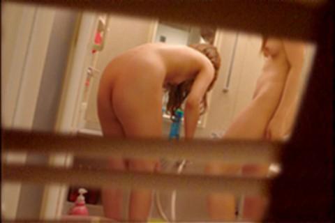 入浴中の女の子が窓から見えた (3)