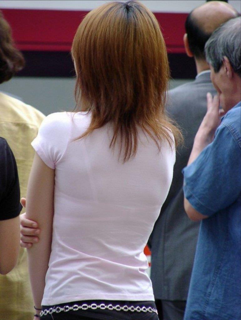 下着がスケスケになっている無防備な女の子 (10)