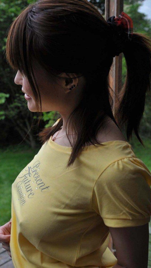 乳頭まで透けている女の子 (11)