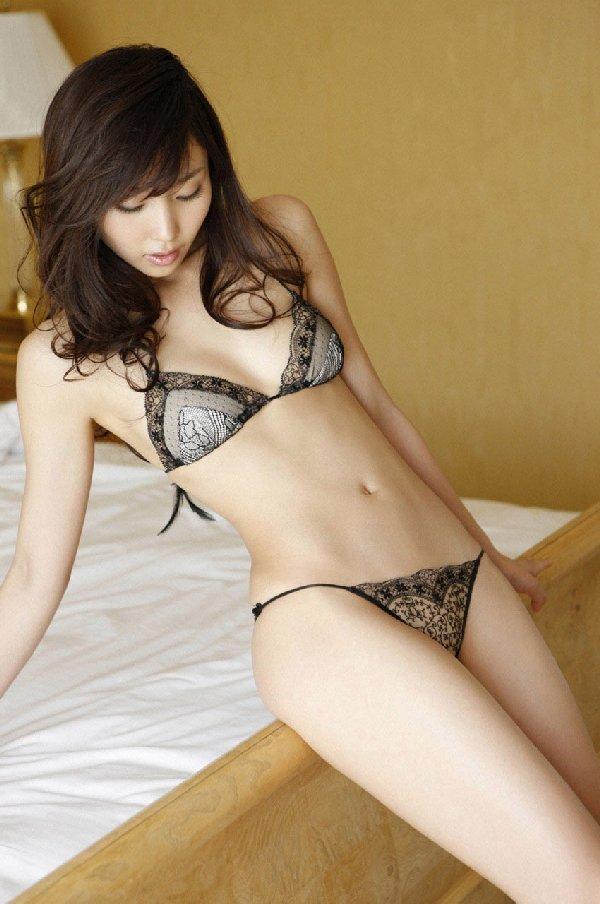 セクシーなランジェリーを身に着けた美女たち (4)