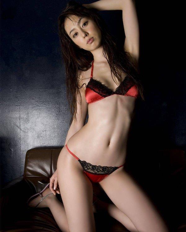セクシーなランジェリーを身に着けた美女たち (11)