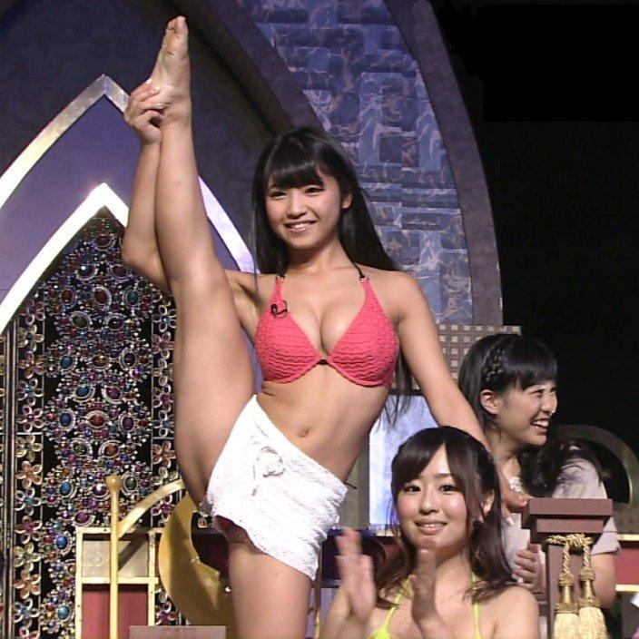 【H,エロ画像】ハミ出し覚悟で開脚披露する女性アイドルたちwww ほか