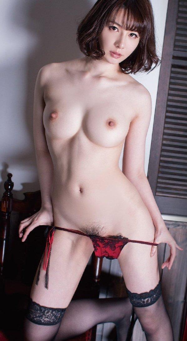 美しくデカい乳房が芸術的なヌード (19)