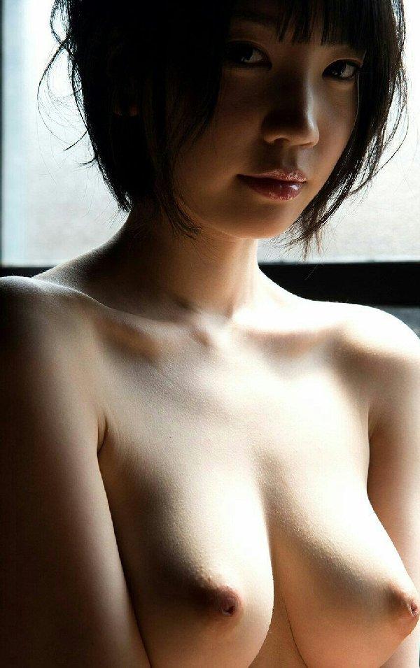 美しくデカい乳房が芸術的なヌード (13)