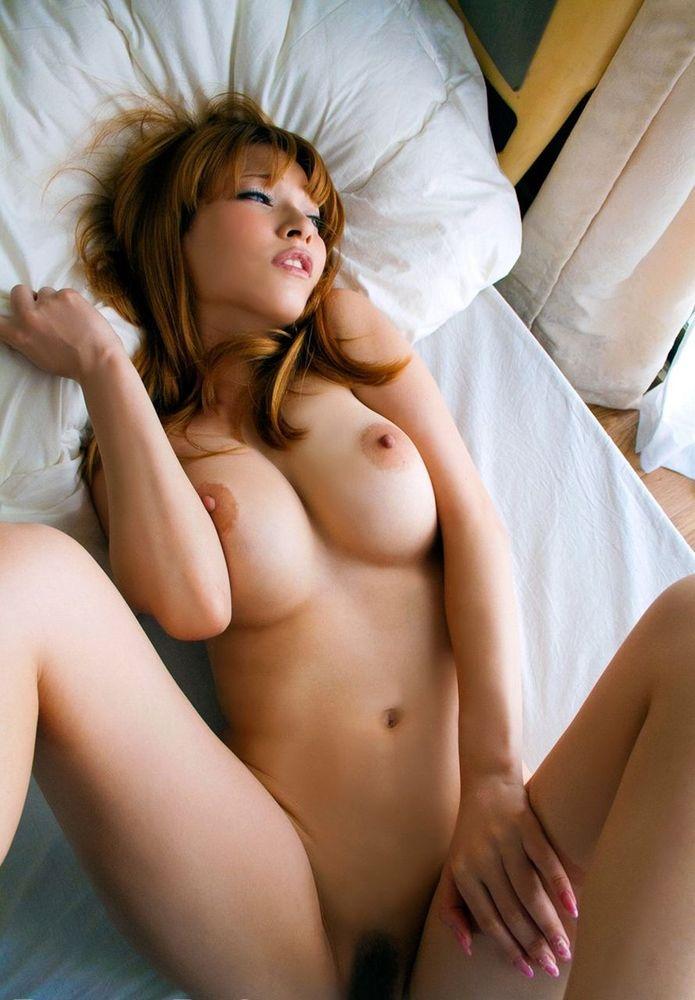 デカい乳房が美しい裸の女の子 (6)