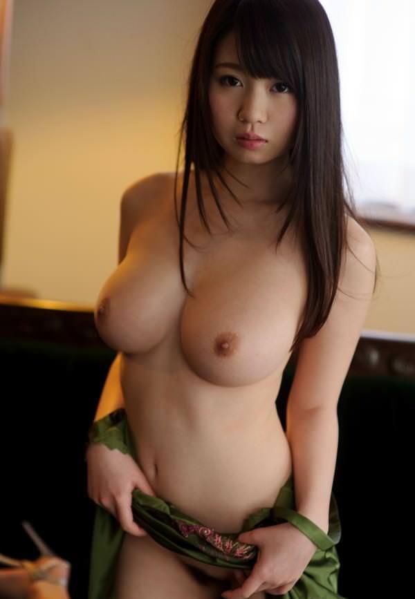 おっぱいのデカさと腰の細さが魅力的 (13)