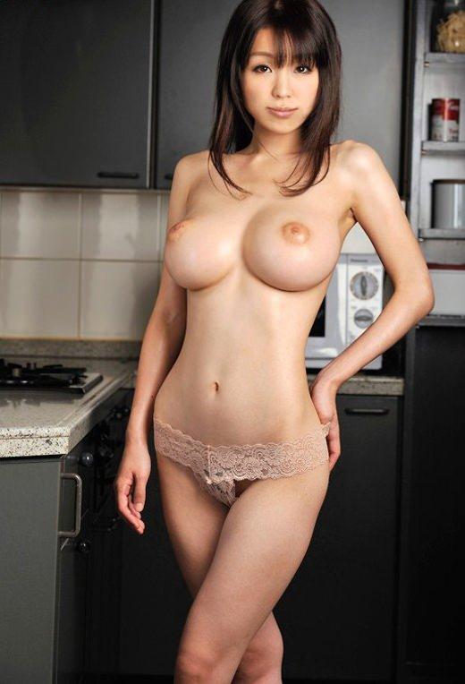 おっぱいのデカさと腰の細さが魅力的 (9)