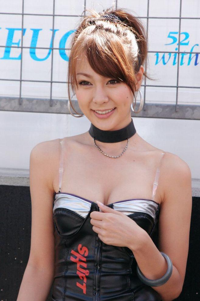 綺麗なコンパニオンたちのエロ衣装 (10)