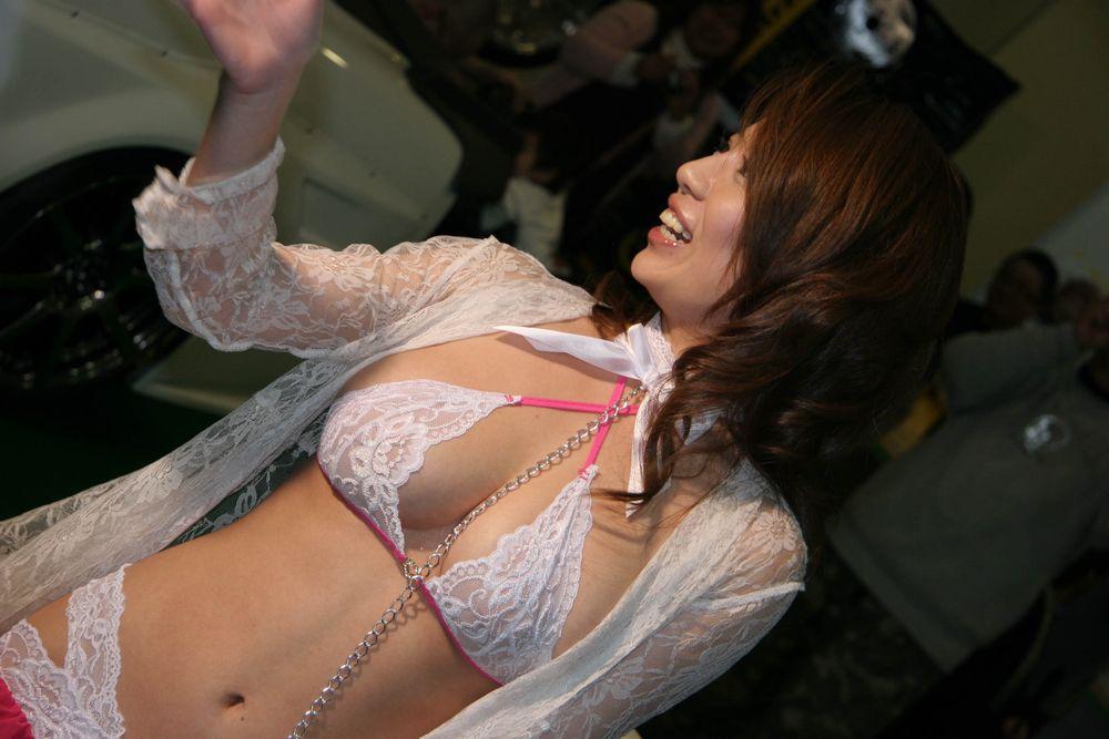 綺麗なコンパニオンたちのエロ衣装 (11)