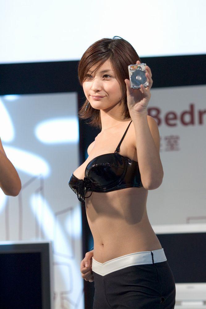 綺麗なコンパニオンたちのエロ衣装 (7)