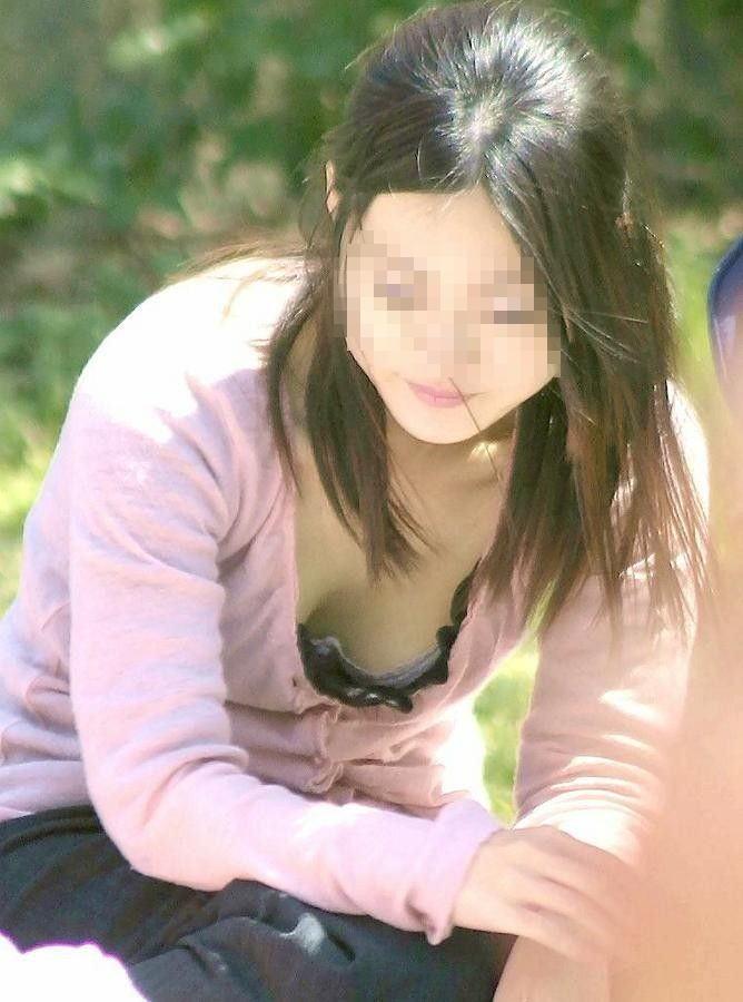 乳房が予想外に見えちゃった女の子 (14)