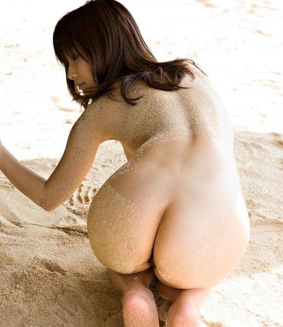 くびれたウエストからお尻にかけてのラインがセクシーな女性たち 表紙