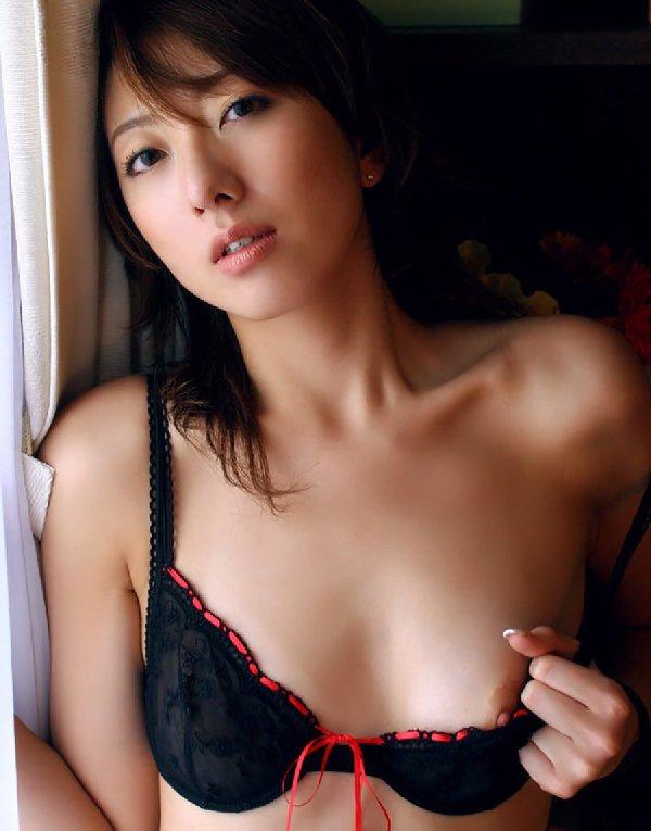 ちっちゃくてキュートな乳房が素敵 (15)