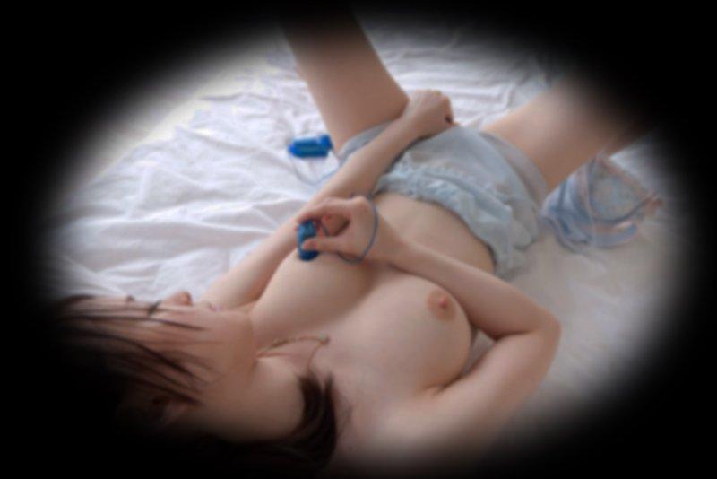 自宅でマスターベーションに耽る女の子 (4)