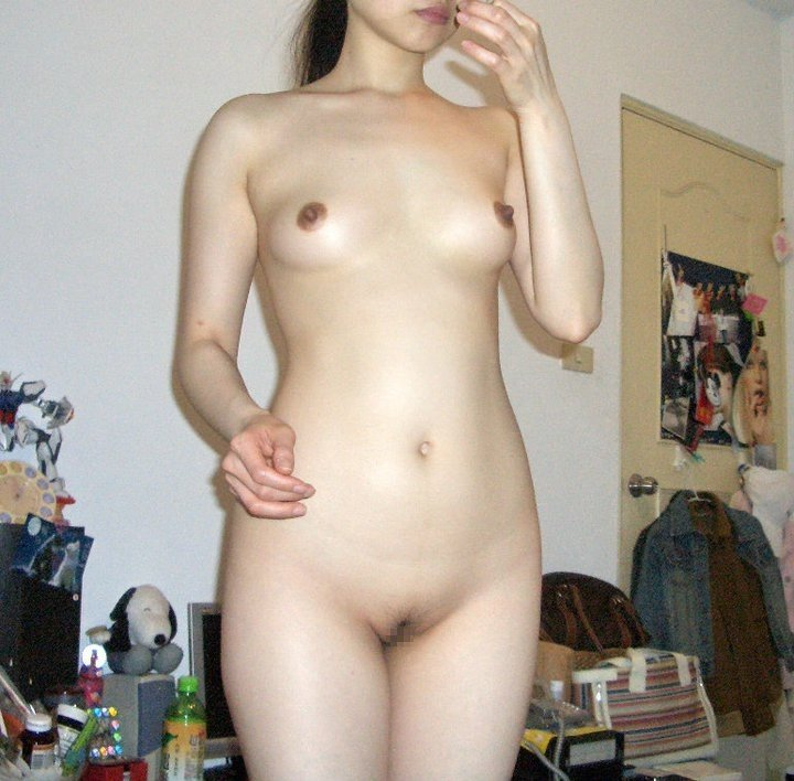 陰毛が少なくて剃る必要もなさそうな股間 (14)