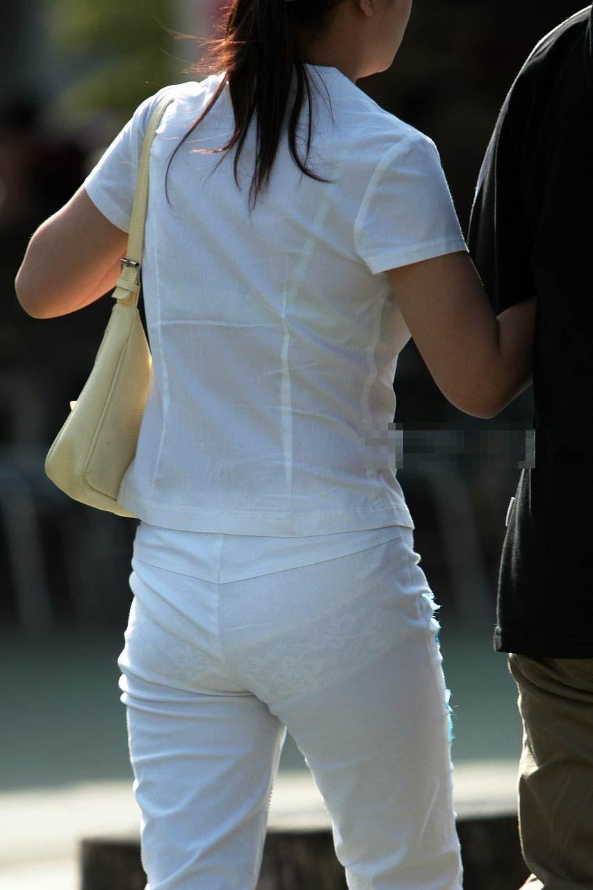 下着が透けて見えている女の子 (10)